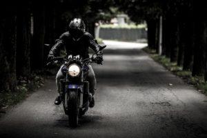 Motorradfahren 300x200 - NEU: GPS-Geräte für Motorräder im Test & Vergleich