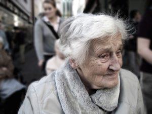 Senioren finden 300x225 - NEU: GPS-Geräte für Senioren im Test & Vergleich